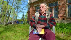 Aulis Junes, ägare till Fågelsångens villa nummer 9.