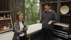 Kasper pratar med Sofia de Vocht