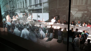 Scen ur föreställningen Stolpersteine.