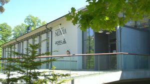 Huvudingången till Yrkeshögskolan Novia i Raseborg.