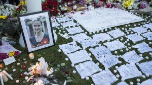 Kondoleanser till minnet av Jo Cox på Parliament Square i London 17.6.2016
