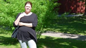 Ulrika Biström är besviken på eftervården på Jorvs sjukhus, men nöjd med den i Lojo. Hon har fött ett barn på Jorv och ett i Lojo.