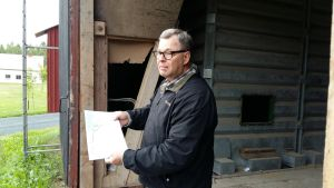 Vichtisbon Hans Brummer är förargad över prishöjningarna på eldistributionen.