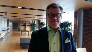 Marknadschef Antti Paananen på Energimyndigheten har förståelse för att elbolagen höjer på sina priser.