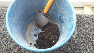 NatureMill-kompostorin kompostitulos ämpärissä.