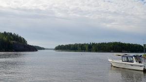 utsikt från Björnsö i Östersundom mot holmar som är i Sibbo. Här går gränsen mellan Sibbo och Helsingfors