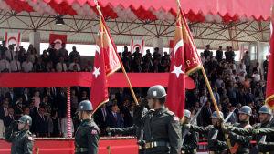 Militärparad i den turkiska delen av Nicosia på årsdagen av den turkiska invasionen 1974.