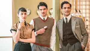 Milanon naisten paratiisi (Il paradiso delle signore). Kuvassa: Elsa (Claudia Vismara), Roberto Landi (Filippo Scarafia) ja Vittorio Conti (Alessandro Tersigni).