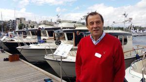 Johan Carpelan, grundare av Botnia Marin förevisar Targaflottan