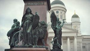 lex-kvinnan, alexander II staty, senatstorget i helsingfors
