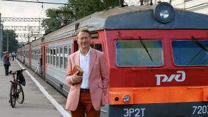 Vanhaa matkakirjaa seuraten toimittaja Michael Portillo matkaa nyt Euroopan reunojen yli.
