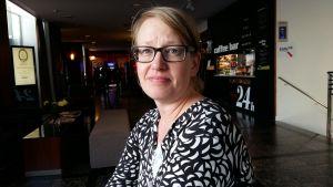 Pia Lindfors arbetar med flyktingfrågor.