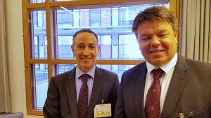 Robert Glasser, FN:s undergen.sek. till vänster, Meteorolgiska världsorgs gensek Petteri Taalas till höger.
