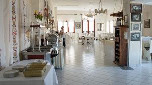Matsalen på hotell Clara nära Petra på Lesbos.