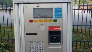 Parkeringsavgiften betalas med kort