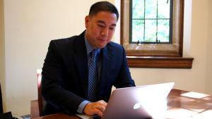 Raymond Kuo, professor i statskunskap vid Fordham University