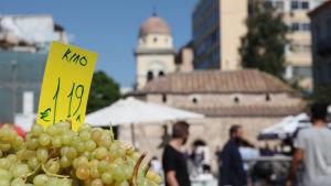 Vindruvor till salu på Monastirakitorget i Aten.
