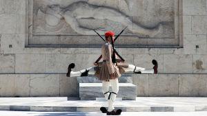 Honnorsvakt utanför det grekiska parlamentet i Aten.