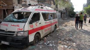 Israelin hyökkäys Gazaan kesällä 2014 sai nuoren elokuvantekijän hyppäämään ambulanssin kyytiin.