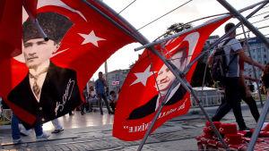 Turkissa torjuttiin verinen vallankaappausyritys. Onko maa nyt matkalla kohti diktatuuria ja vainoja?