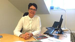 Tuija Åstedt, operativ direktör och ansvarig för asylsökande vid Diakonissanstalten i Helsingfors