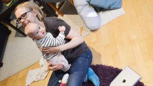 Hemma hos Fredrika Biström och ett halvt år gamla sonen Marvin