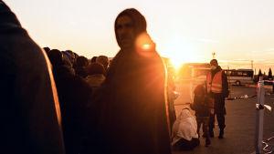 Eurooppaan pyrki viime vuonna miljoona pakolaista. Heistä 75  tallensi vaarallisen matkan.