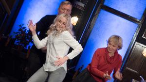 Kuvassa Aimo Räsänen, Amelie Blauberg ja Inga Sulin
