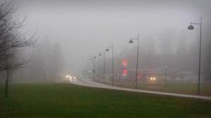 Uppfarten till Grankulla i dimmigt väder.