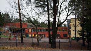 Skolgård, Granhultsskolan i Grankulla.