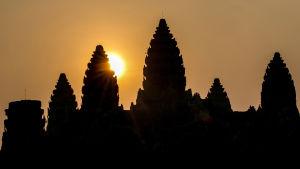 Ryhmä tutkijoita paljastaa Angkor Watin mahtavan temppelikompleksin rakentaneen sivilisaation elämän ja kuoleman salaisuudet.