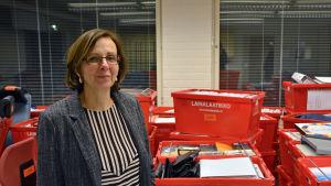 Åsa Nyberg-Sundqvist, enhetschef för Novia i Roparnäs, under flytten till Brändö.