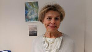 Satu Sjöblom är skuldrådgivare vid Helsingfors stad.