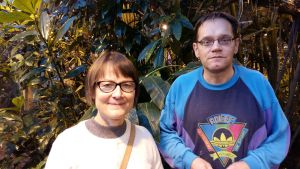 Verna Paloheimo och Simo Laine i Botaniska trädgården i Åbo.