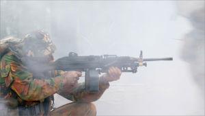 Sotilas ampuu.