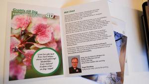 """""""Grattis till dig som år 2017 fyller 40 år"""" står det på kortet som Esbo svenska församling skickat till församlingsmedlemmar."""