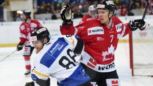 Blake Parlett är en kanadensisk ishockeyspelare.