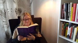 Kirja hyllyssä -blogin Kaisa