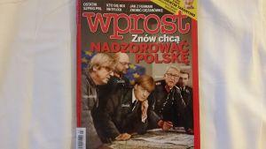 Den polska tidskriften Wprost som står regeringen nära porträtterade Merkel som Hitler för ett år sedan.