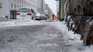 en sandad trottoar
