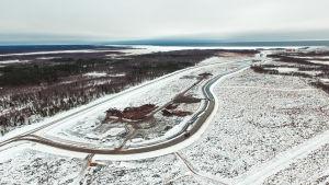 Ett stort kallt område på Hanhikiviudden är grunden för Fennovoimas bygge.