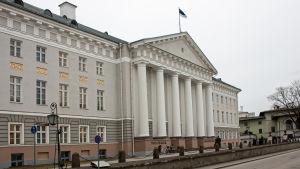 Tartu universitets huvudbyggnad.