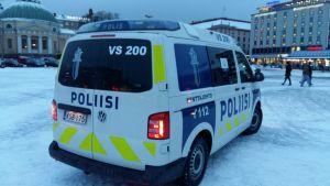 Polisbil på Salutorget i Åbo.