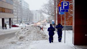 Två parkeringsövervakare i Åbo