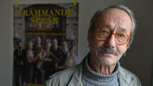 """Gösta Ekman då han regisserade Simon Grays pjäs """"Främmande språk"""" våren 2012."""