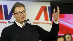 Aleksandar Vucic avgjorde presidentvalet i Serbien i första valomgången.