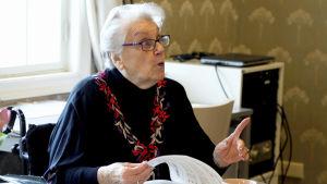 Dorothy Irving opettaa Kallio-Kuninkaalassa.