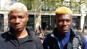 Springpojkarna Abdel och Abdullah i Paris tänker rösta på vänsterkandidaten Jean-Luc Mélenchon i presidentvalet den 23 april 2017.