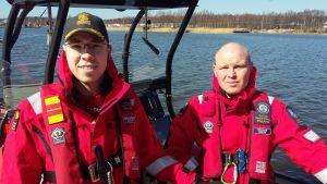 Andreas Hindrén och Mikael Bäckman från Ekenäs Sjöräddningssällskap