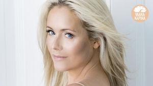 Anne Kukkohovi promokuvassa.